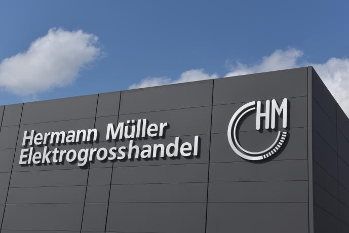 Volldigitales und flexibles Lagerkonzept – erfolgreiche Inbetriebnahme von SuPCIS-L8 und AutoStore® bei Hermann Müller